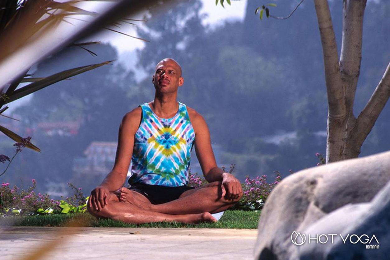 atletii-de-performanta-practica-bikram-yoga