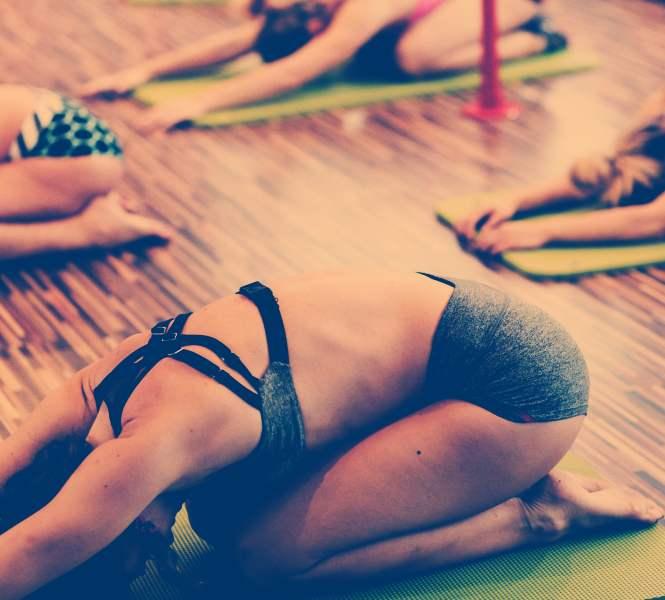 care-este-diferenta-dintre-bikram-yoga-si-hot-yoga