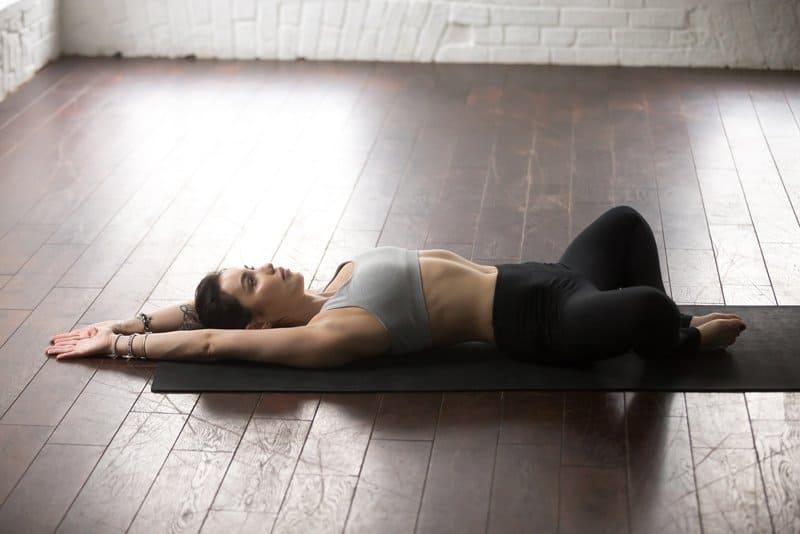 5-posturi-yoga-care-amelioreaza-stresul-ideale-si-pentru-incepatori